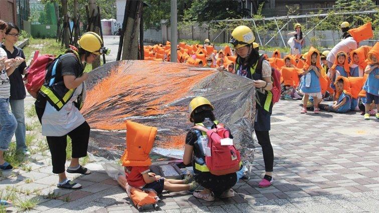 校園危險無所不在:地震來臨,救命黃金三角真的有用?