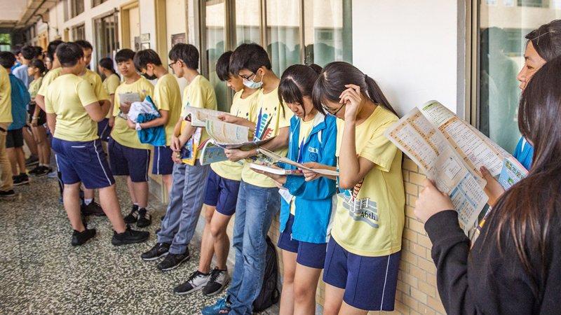108國中教育會考:「青銀共居」議題式作文取代命題作文,會考成試煉素養平台