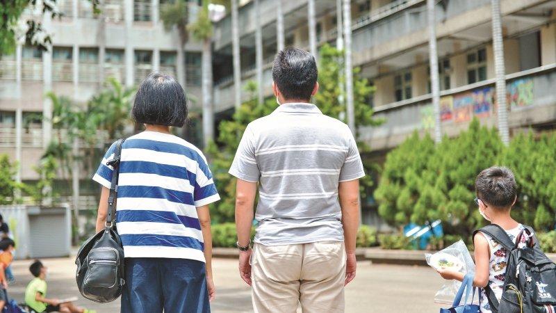 過來人父母心聲:迷霧中前行,體制外家長的希望與失落