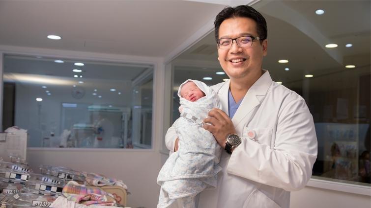 婦產科醫師林思宏:母嬰終究會同室,不必急於一時