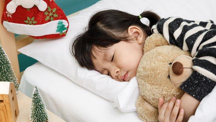 培養孩子獨自睡過夜的3個步驟