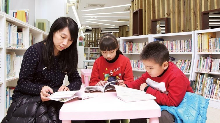 公共圖書館統計:104 年全國每人平均借閱2.95 冊