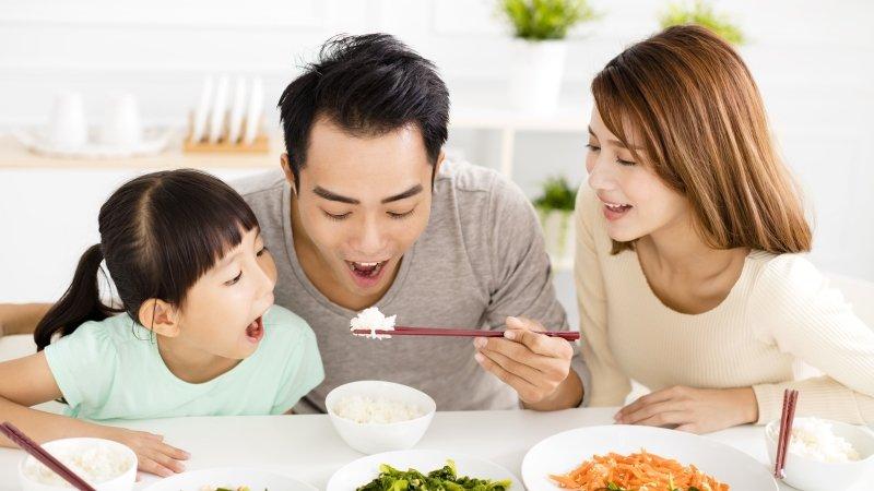 飯菜混著吃,孩子容易吃下過多熱量?