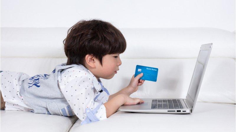 1/3孩子每週上網購物?!美國兒童、青少年媒體使用普查,顛覆父母的6大迷思