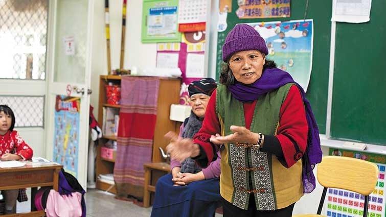 長榮百合國小:找來部落耆老口傳文化