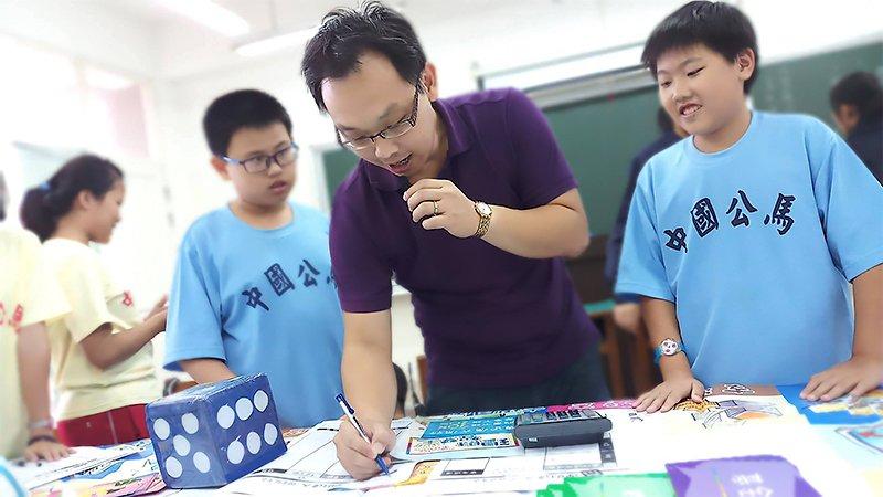 2019教育創新100|教密室逃脫也教機器人,呂啟民在離島大開孩子眼界