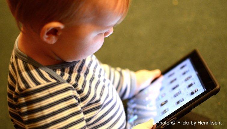 近兩成未滿1歲寶寶 每天滑手機至少1小時