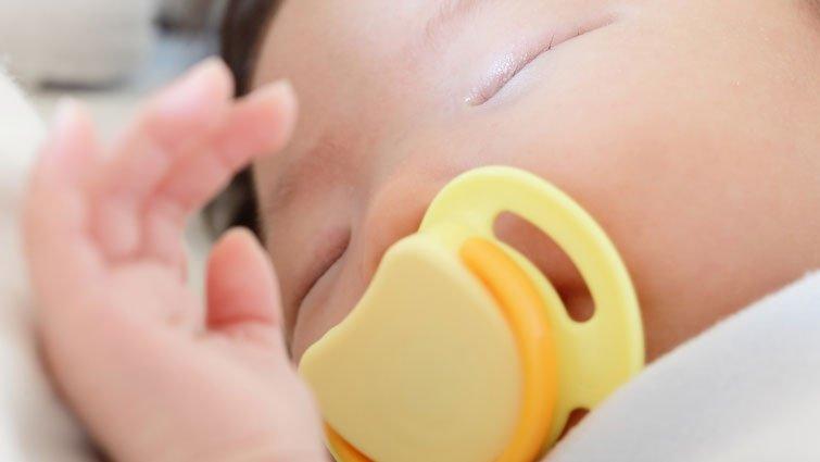 寶寶吸手指或奶嘴,幾歲該戒?