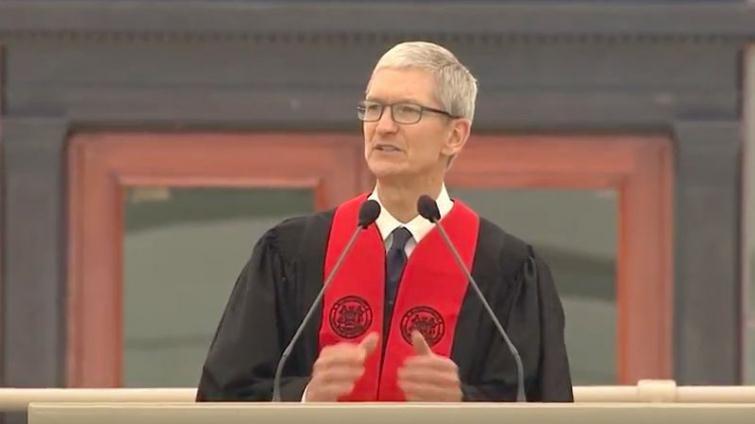 Apple 執行長庫克給麻省理工畢業生:科技必須根植於人性