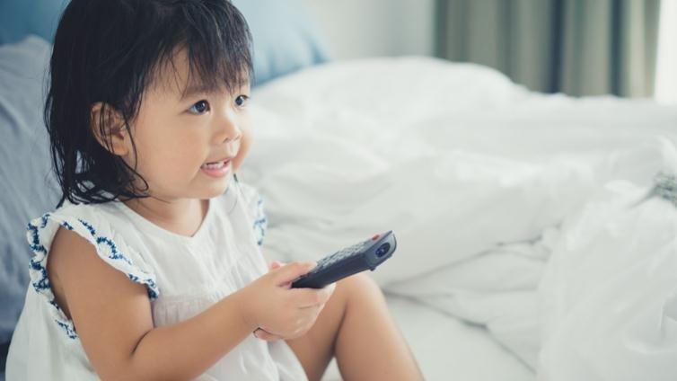 暑假到了,真的都不能看電視嗎?小兒科醫生要家長放輕鬆