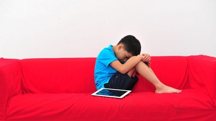 英國BBC報導,每年數萬小學生,因網路霸凌害怕上學