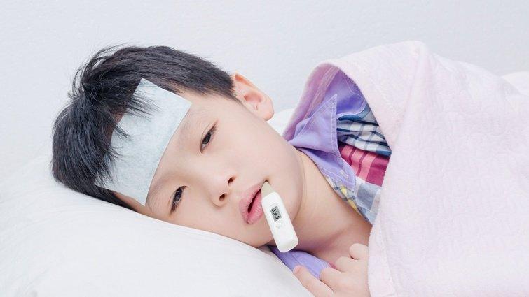 看體溫給退燒藥落伍了!醫:小兒退燒還要選黃道吉「時」