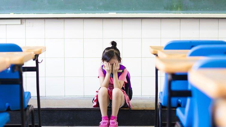 【請問教養專家】孩子開始在意同儕看法,該怎麼避免他喪失自信?
