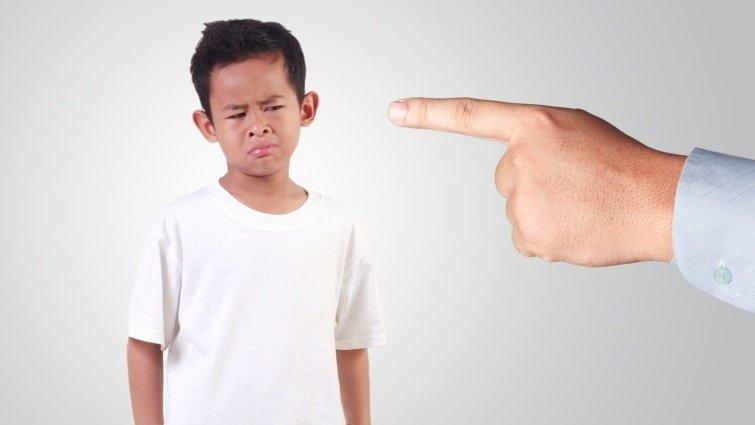 《教養的初心》:嘲笑孩子,傷害的是彼此的情感