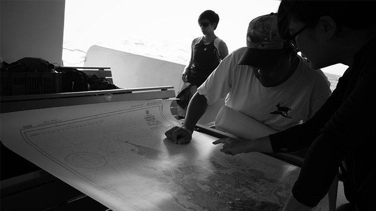 作家吳明益繞島航行 隨身閱讀的海洋書單