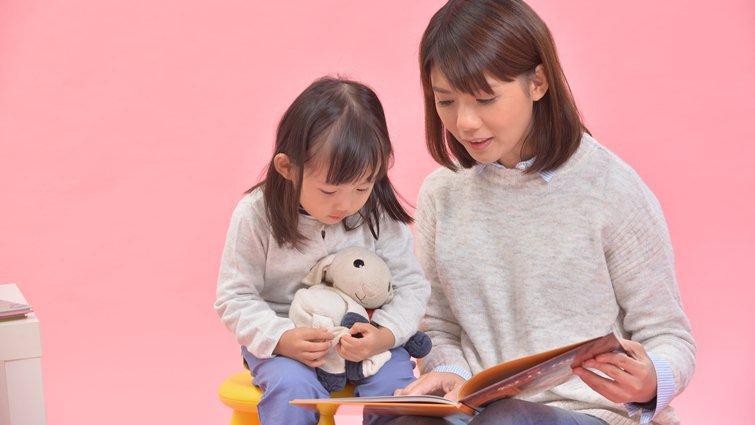 美兒科醫師引介家庭親子共讀 幼兒情緒專注力佳