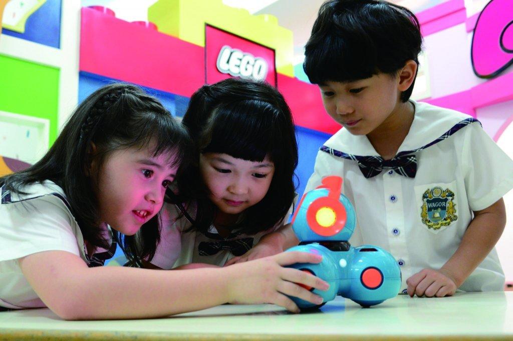 程式語言從小培養,從生活體驗中展現自信與勇氣 愛與全美語的陪伴  葳格幼兒園打造未來小領袖