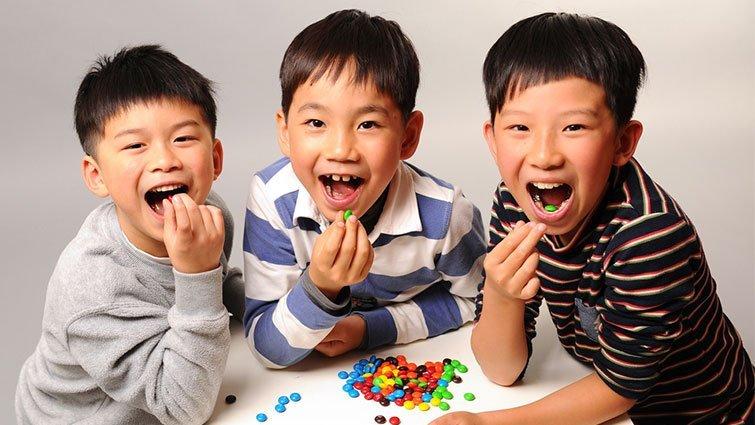 小孩為什麼比大人愛吃糖?