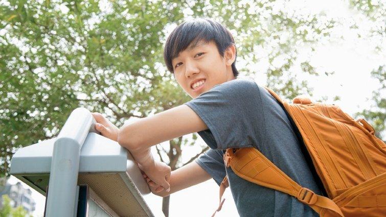 錄取美國最夯Minerva大學的自學生黃岳涵,開放式課程和玩興養出自學力