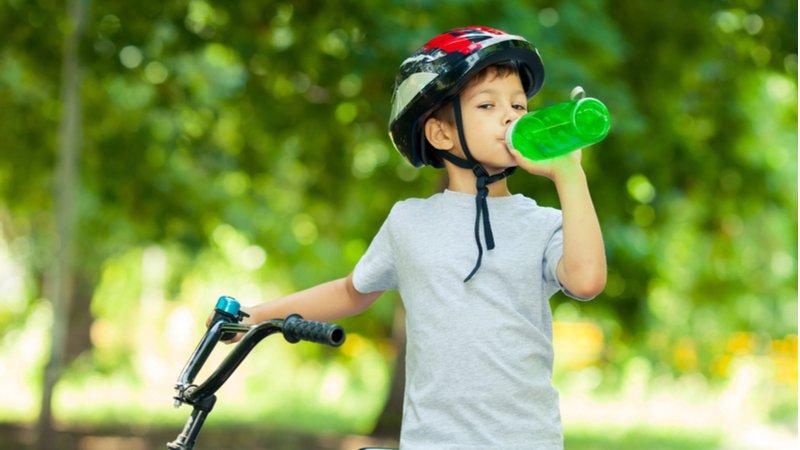 能量飲料過量恐致命 美兒科醫學會呼籲:19歲以下別喝