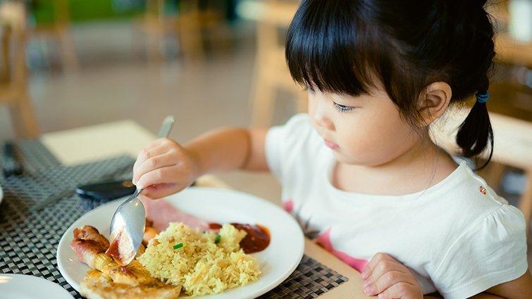 孩子容易感冒生病,有什麼食物和營養品可以提高免疫力?吃益生菌可以嗎?