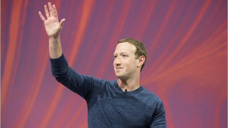 臉書創辦人佐克伯,如何靠家的支撐,度過最艱難的2019年?