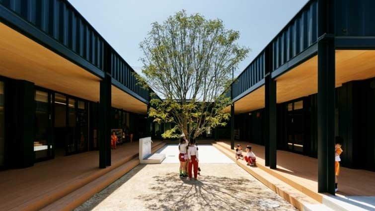 日本連貨櫃屋都這麼美!50年老字號幼稚園變身無印良品風,台灣小孩看了都羨慕