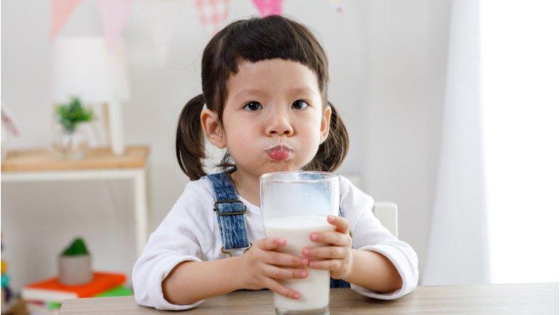 保久乳鈣質少?羊奶比牛奶好?破除乳製品6大迷思,讓孩子補對鈣