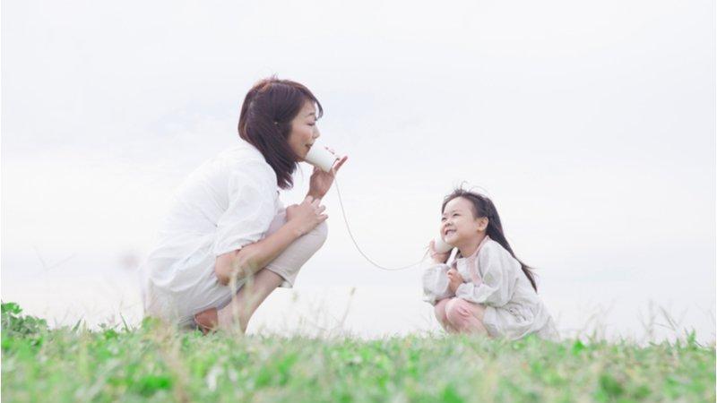 幫孩子渡過情緒風暴的關鍵:你常陪他一起歡笑、一起難過嗎?
