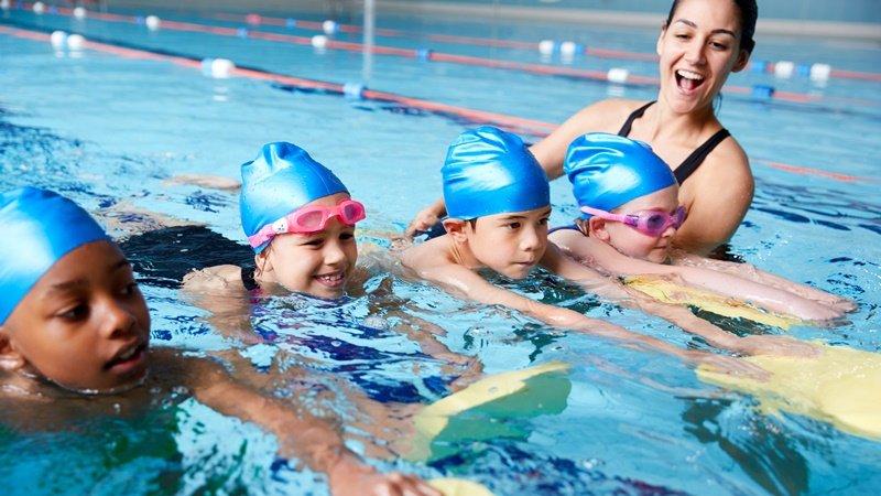 怎麼選教練?選泳衣?報名暑期游泳課前的過來人提醒