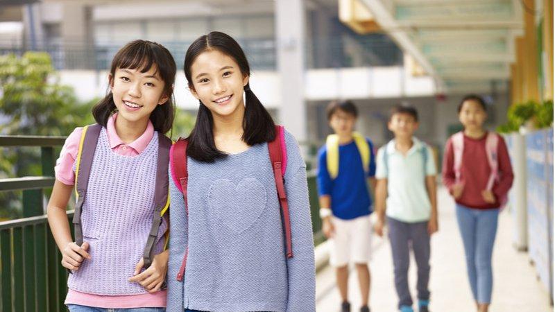 國、高中生延後上學立法有譜?加州推動新法,2022年全面實施