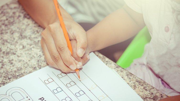 大人一直盯功課, 都忘了「做人」最重要