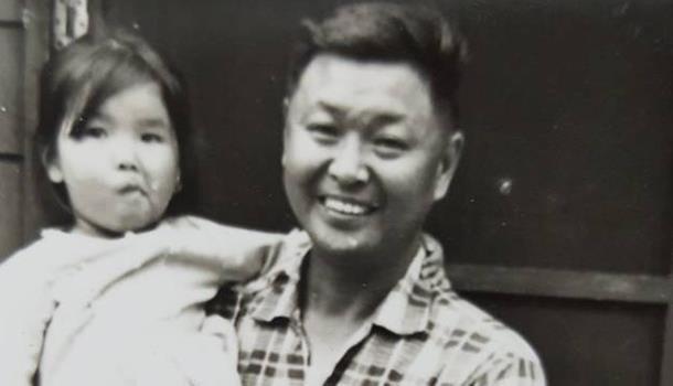 童年黃光芹與父親合影。圖片來源:黃光芹提供