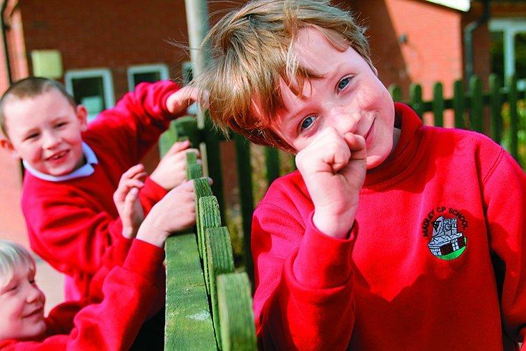 英國中小學全面轉型公辦民營 試辦二個月喊卡