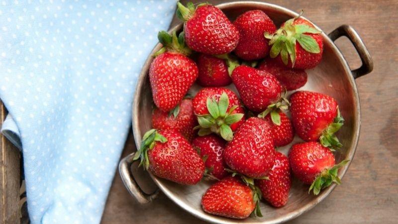 你知道怎麼洗草莓嗎?4步驟這樣洗草莓最乾淨