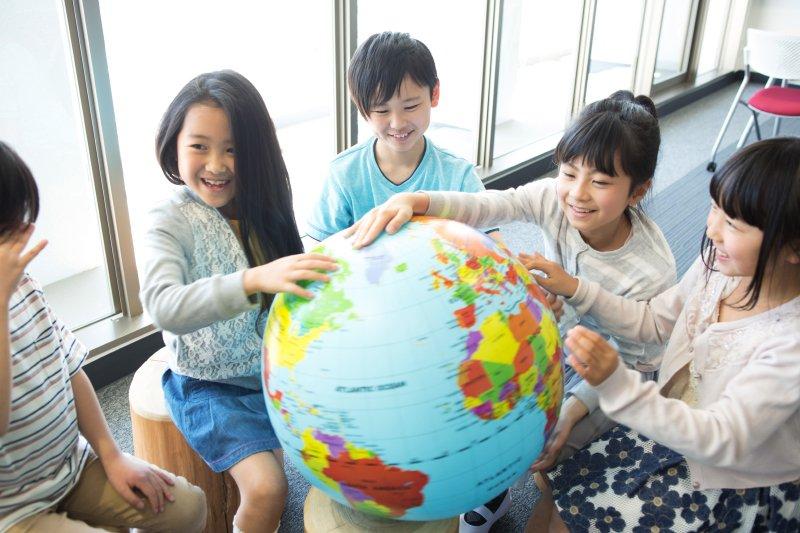 哈佛最新研究:不出國、在教室也能練就孩子國際觀的5秘訣