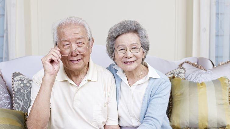 退休爺爺奶奶給大學實習生的建議
