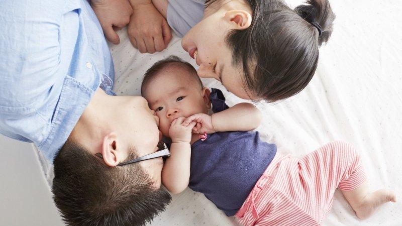 該抱,不該抱?怎麼回應特別黏人的寶寶?