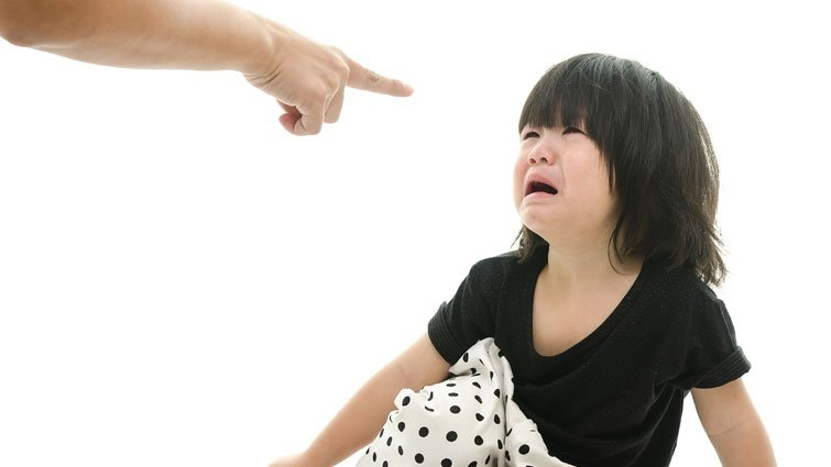 成人的斥責和拘束,將成為孩子一生的束縛