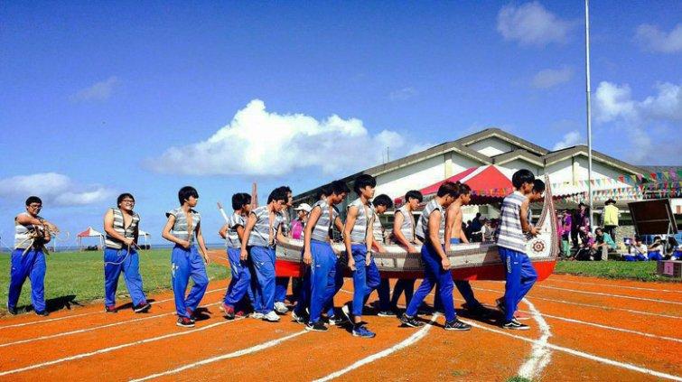 離島唯一實驗學校:轉型, 老師要先當「蘭嶼的學生」
