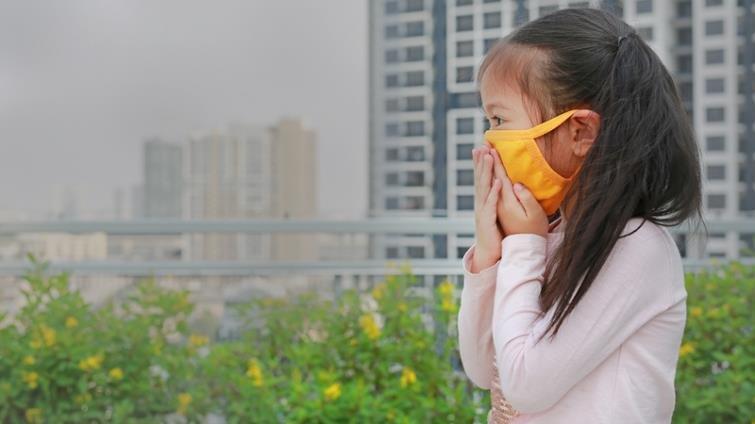 空汙傷害:幼兒住大馬路邊,發展遲緩機率較高