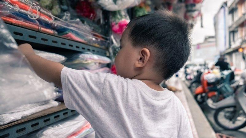 澤爸:孩子在商場亂摸東西,總是講不聽?