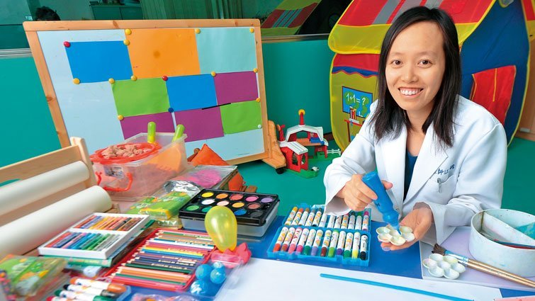 透過藝術創作 和病童做無聲溝通