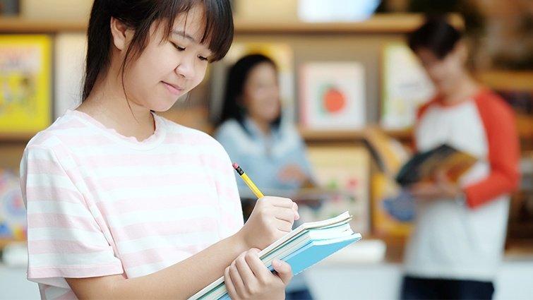 幾歲的孩子可以讀少年小說?青少年還需要讀經典小說嗎?王淑芬老師來解密!