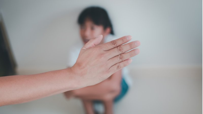路見孩子遭受不當對待,該不該拔刀相助?
