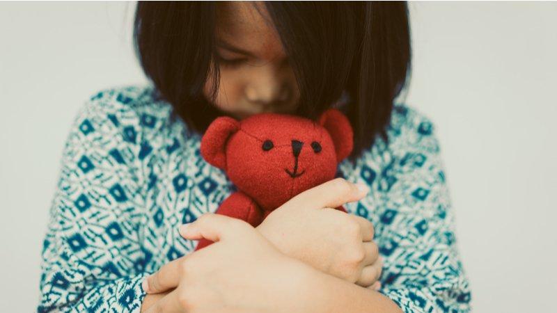 洪仲清:面對失落,別設定孩子「應該」要怎樣難過