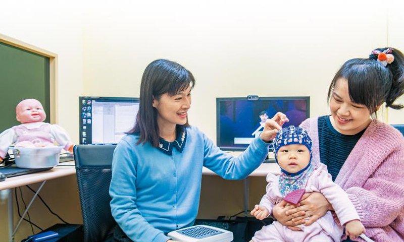 專家觀點 清大嬰幼兒實驗室負責人 周育如: 嬰兒腦波研究 爸媽陪玩,刺激大腦不同發展