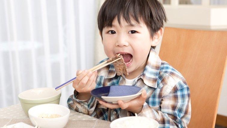 讓挑食孩子愛上吃飯的5種方法