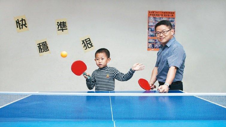 心理師陳鴻彬:慢爸爸碰上快小孩,放下大人姿態去欣賞