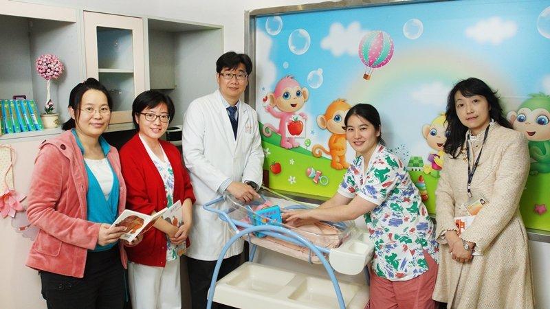 醫界行動:台灣兒醫動起來 親子共讀當處方箋 為寶寶接種心靈疫苗